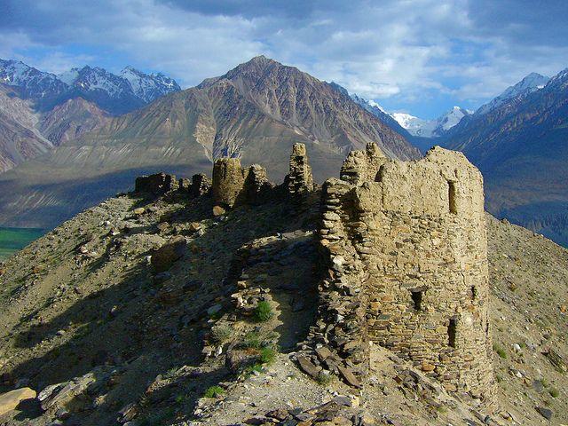 Yamchun Fortress, 3rd century BCE. Overlooking Wakhan Valley, Tajikistan/Afghanistan, and Hindu Kush | Flickr - Photo Sharing!