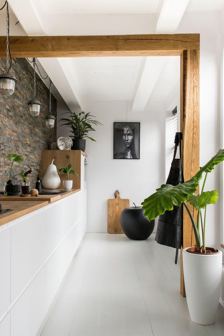 Binnenkijken bij Jellina & Jan. Een industriële look met toffe elementen. Bekijk de hele fotoshoot op de website. Fotografie: Hiske Ligtenberg - Woontrendz