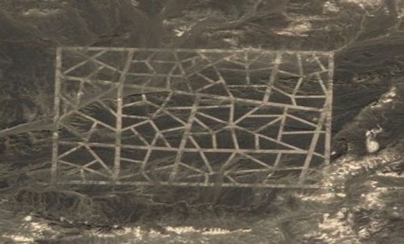 These strange lines are found at coordinates: 40°27'28.56″N, 93°23'34.42″E. There isn't much information available on these strange, yet beautiful mosaic lines carved in the desert of the Gansu Sheng province in China.