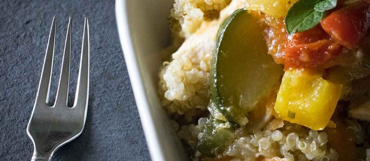 La quinoa es un alimento con características nutricionales excepcionales casi desconocida hasta hace algunos años. Sin embargo, este producto se cultiva en las regiones andinas desde hace más de 5.000 años. Más allá de las modas en alimentación, este producto tiene múltiples beneficios y es valiosísimo por sus numerosas propiedades. ¿Sueles cocinar con quinoa? ¿Es ya un producto fijo en tus platos?