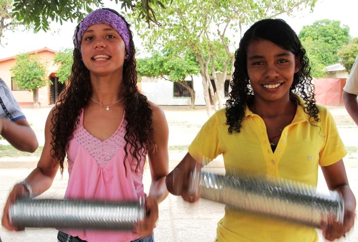 Chicas haciendo música.  Crédito: Sandra Preciado.