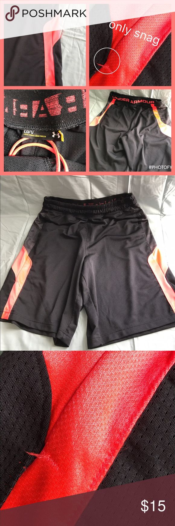 🔴Under Armour basketball Shorts Black/Red🔴 🔴Under Armour Shorts Black/Red🔴  🔴Size L🔴 🔴Fabric: 100% Polyester🔴 🔴The shorts have been worn before🔴 🚨They have a snag on them (included in picture) no other problems such as tears or rips or dirty🚨 🔴Do have pockets🔴 🚨SOLD AS IS🚨 Under Armour Shorts Athletic
