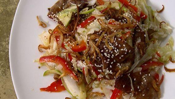 Salade de boeuf thaïlandaise - Recettes de cuisine, trucs et conseils - Canal Vie