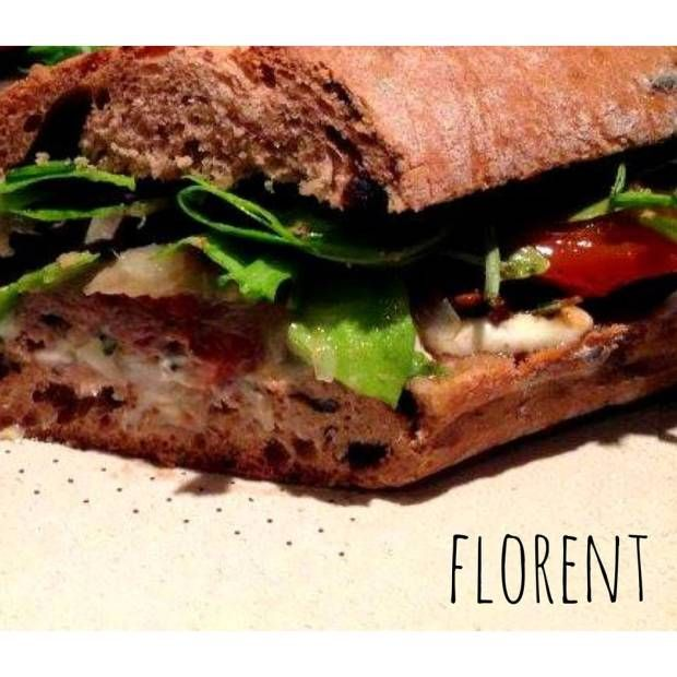 Le nouveau sandwich de SPOK : Pain de campagne aux olives noires du pays, émincé de bœuf rital et chèvre miel, confit d'échalotes fenouil et tomates rôties. J'ai FAIM!