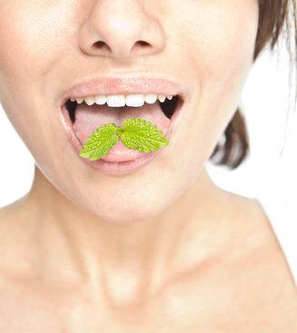 Mauvaise haleine : 10 astuces naturelles