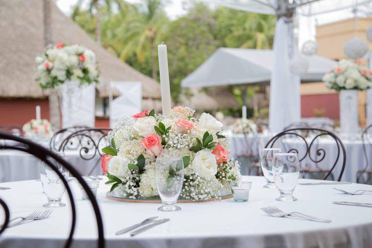 Centro de mesa Rosas y Hortensias   Wedding RACHA #floristeriaracha #decoración #flores #rosas #hortensias #wedding