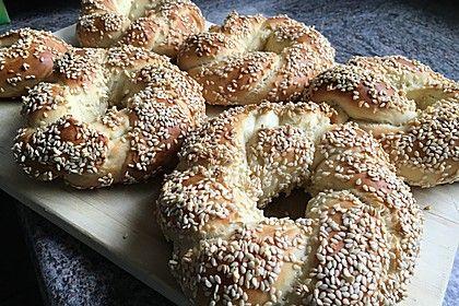 Sesamringe auf türkische Art und Weise, ein tolles Rezept aus der Kategorie Kekse & Plätzchen. Bewertungen: 175. Durchschnitt: Ø 4,4.