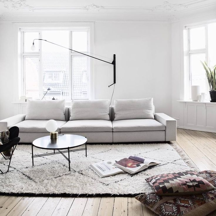 Potence walllamp, Beni Ourain carpet, Gubi TS table, Kelim pillows and Lyngby vases