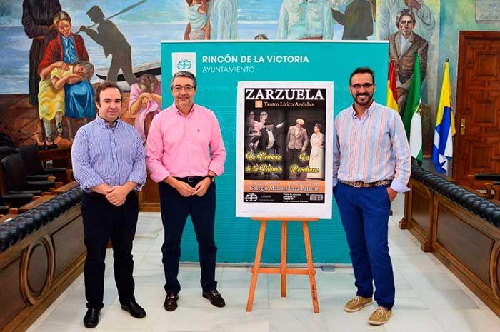 Teatro Lírico Andaluz presenta en el CEIP Manuel Laza Palacio La Verbena de La Paloma y La Revoltosa con una puesta en escena de unas 80 personas para los espectáculos.   #axarquia #musica #noticias