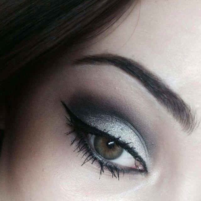 Dark silver #makeup #veneziana #blog #post @sephora #palette @inglot_cosmetics #eyeshadow #sparkling ✨ #pigment @oriflame #eyeliner #mascara @viperacosmetics #lipgloss  link in my bio ✨
