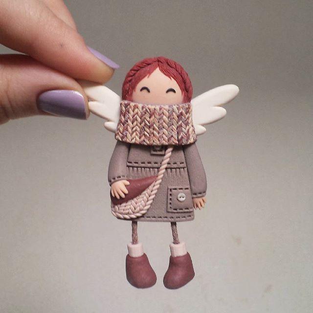 К вопросу о размерах моих брошек: вот эта малышка пока самая миниатюрная из всех моих девчонок- в высоту всего 6 см, если считать вместе с ножками)  #брошкаангел #брошьручнойработы #рыжая #девочкаприпевочка #рыжийангел #бохоангел #бохо #ручнаяработа #мастеркрафт