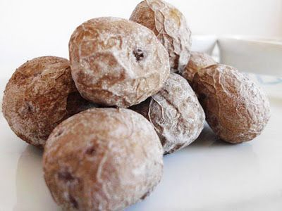 Recipe to make traditional Canarian papas arrugadas, often known as wrinkly potatoes or Canarian potatoes. Delicious served with mojo!
