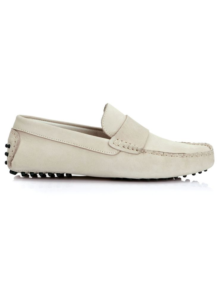 These tan leather loafers for men are perfect for long distance travel. Our men's leather loafers are aggressively casual with classic styling.