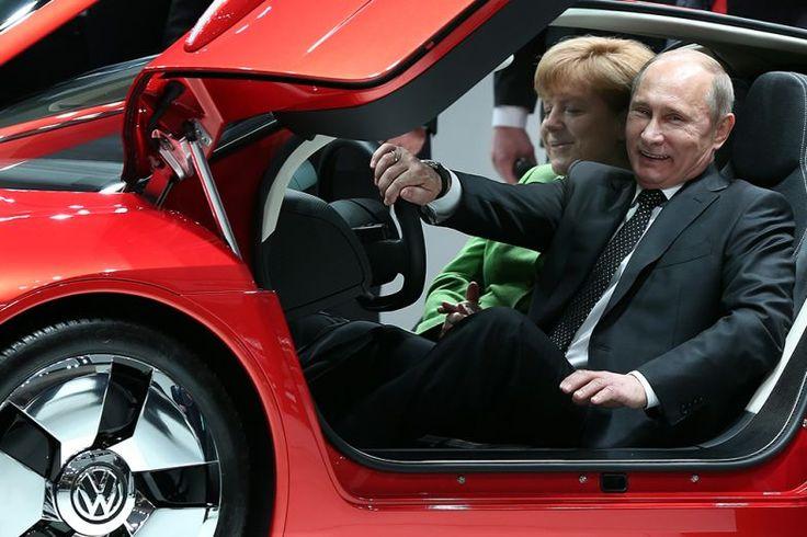 Putyin a volán mögött, és élvezi 2.- http://www.vezess.hu/vezetunk/putyin-auto-vezet-forma1-orosz/58622/