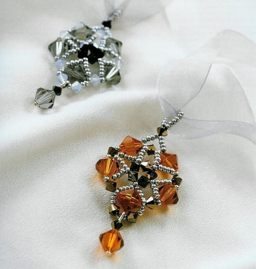 Free DIY tutorial - Bicones 4mm, bicones 8mm, seed beads 10-11 pendant tutorial