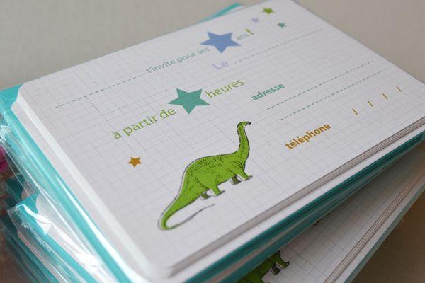 carte invitation anniversaire dinosaure enfant trompette vincennes anniversaire jules. Black Bedroom Furniture Sets. Home Design Ideas