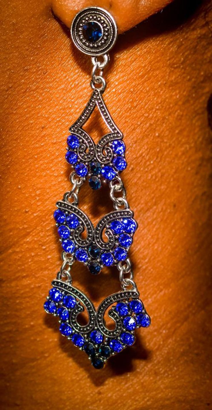 Brinco feminino comprido vintage ciganinha em prata e cristal de quartzo azul R$15,00 para comprar clique na imagem
