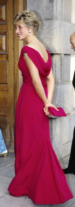 Diana wore a raspberry-hued Victor Edelstein gown to a 1991 Kire Te Kanawa concert in  London.