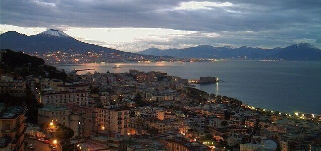 Splendida Napoli e il suo golfo anche in iverno con il Vesuvio innevato