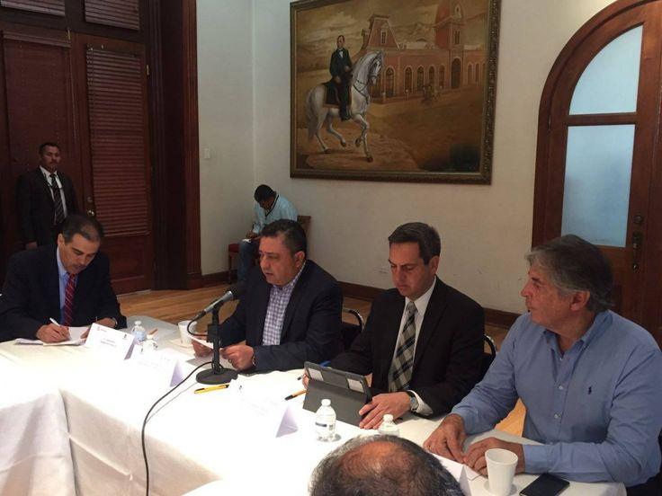 <p>--En reunión de trabajo, la Dirección General de Gobierno conviene con autoridades la suspensión de cortes de energía eléctrica.<br