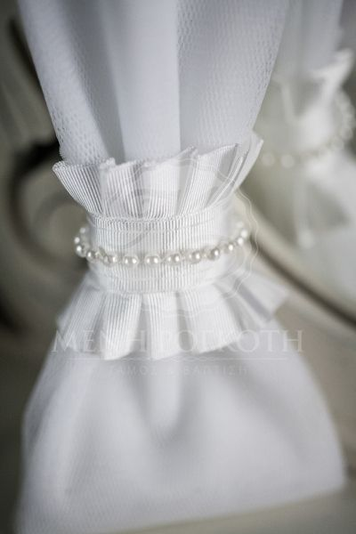 Μπομπονιέρα γάμου τούλινη με πέρλες