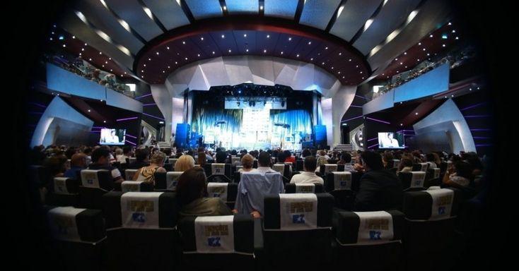 09.fev.2014 - Roberto Carlos concede entrevista a jornalistas no cruzeiro Emoções em Alto Mar, que chega à 10ª edição