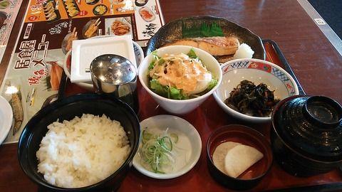 牛丼屋の朝定食の時間を比較、すき家、吉野家、松屋、なか卯