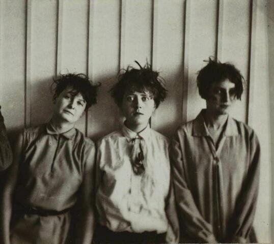 etund: Marcel Breuer, Martha Erps, Katt Both and Ruth Hellos, from the  Bauhaus school in Dessau, 1927 Originalz
