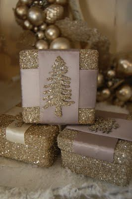 Glitter Blinf - glitter box with a glittery tree accent