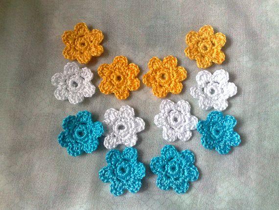 12 gehäkelte kleine Blumen Applikationen 3cm in den Farben