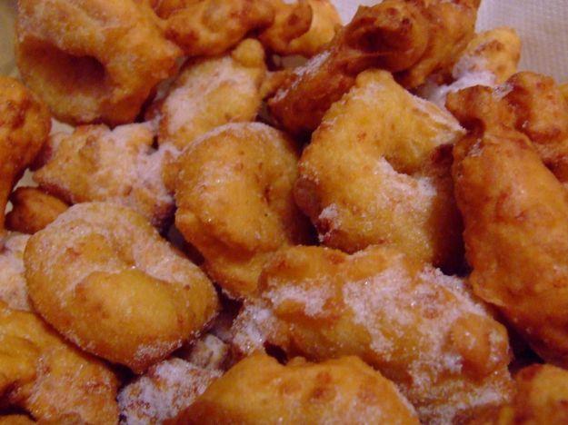 Il perfetto dessert di carnevale per rallegrare la vostra tavola! Un\'esplosione di dolcezza per queste zeppole che, essendo fritte, sono ancora più gustose!