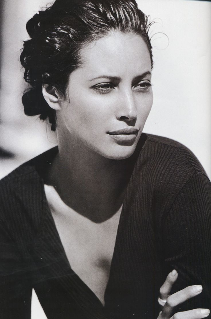 Christy Turlington, more effortless style & beauty. My all time favorite of the Supermodel Clan.