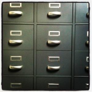 Oude archiefkast - bij mijn blogpost 'Overal spullen'.