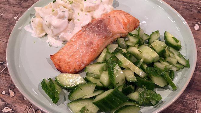 Aardappelsalade met zalm uit de oven - De Makkelijke Maaltijd | 24Kitchen