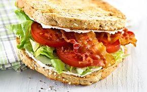 Sandwich med tomater og bacon