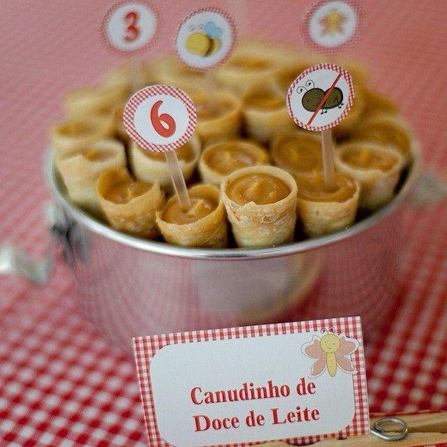 Instagram media mamaefesta - Hum!!!! Canudinhos de doce de leite! Sim, por favor! Deliciosos, práticos e fogem dos tradicionais docinhos!!! Quem seguir essa #dica marca a #mamaefesta nas fotos!!! #festinha #festainfantil #mamaefesta #pinterest