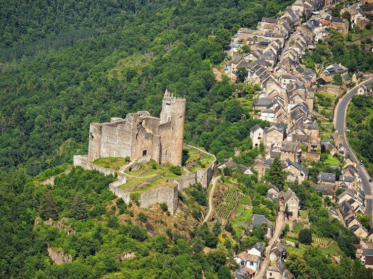 A 20 Km de distance, Villefranche-de-Rouergue et Najac sont deux bastides du XIIIème siècle, deux trésors à découvrir dans les hautes gorges de l'Aveyron.  En savoir plus :    Villefranche-de-Rouergue / Najac