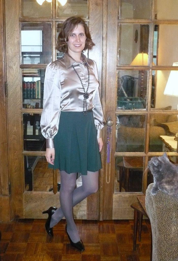 Незаметный транс в мини юбке в лосинах