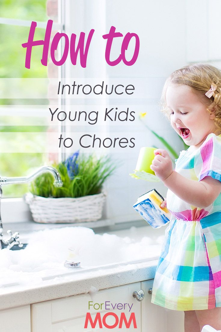 Awesome parenting advice -  how to introduce your little kids to chores. A list of chores for kids by age.