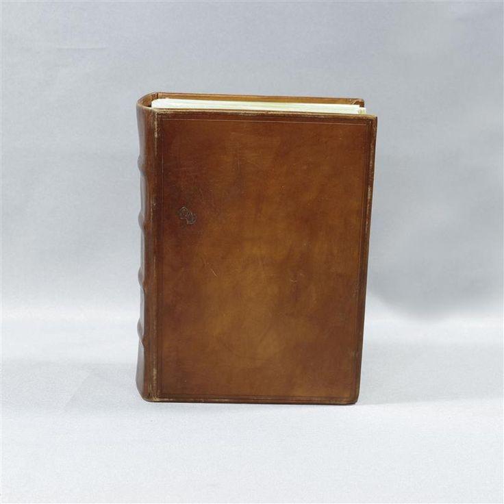 BLACK SAILS MRS HUDSON ANNALOUISE PLOWMAN SCREEN USED BOOK EP 410