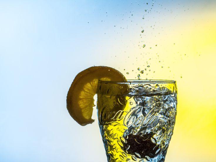 Anderhalve liter per dag drinken? Het wordt een makkie dankzij deze gezonde dorstlessers! 1. Water met een smaakje Laten we beginnen bij h...