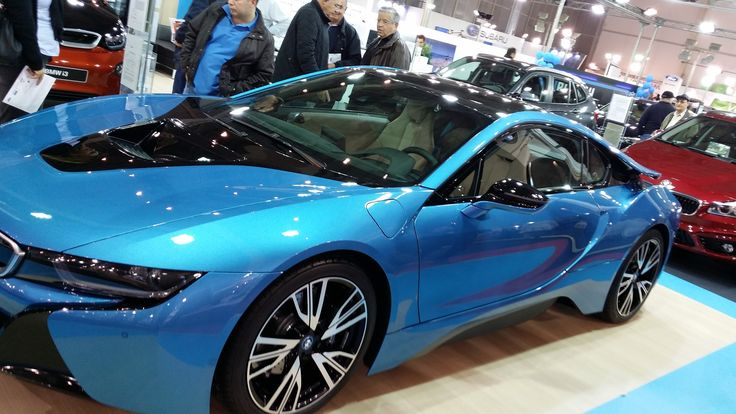 BMW i8 - Side View