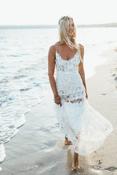 Gorgeous lace Yolan Cris wedding dress | Image by Kreativ Wedding