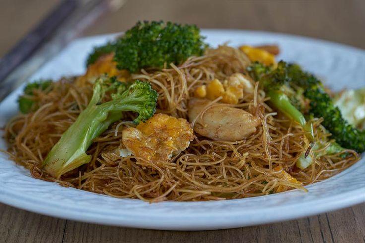 Fideos de arroz fritos con salsa de soja