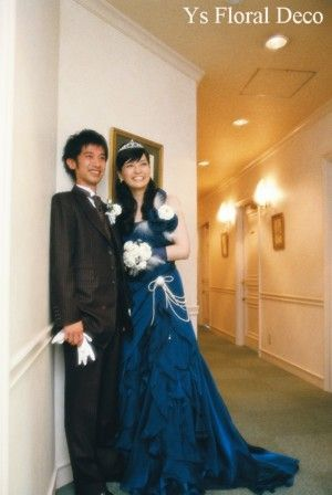 こちらの新婦さんのドレスチェンジのときのアクセサリーです。ちなみに披露宴入場時のお写真はこちらです。深い青色のしっとり大人っぽいドレスにお召替えです。がら...