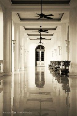 Galle Face Hotel, the grand entrance porch