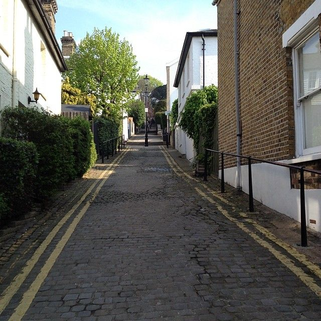 The steep walk up Leigh Hill to Leigh on Sea Broadway
