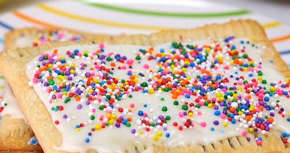 Revivez votre enfance avec ces délicieuses Pop Tarts faite maison.  http://rienquedugratuit.ca/blogue/revivez-votre-enfance-avec-ces-delicieuses-pop-tarts-faite-maison/