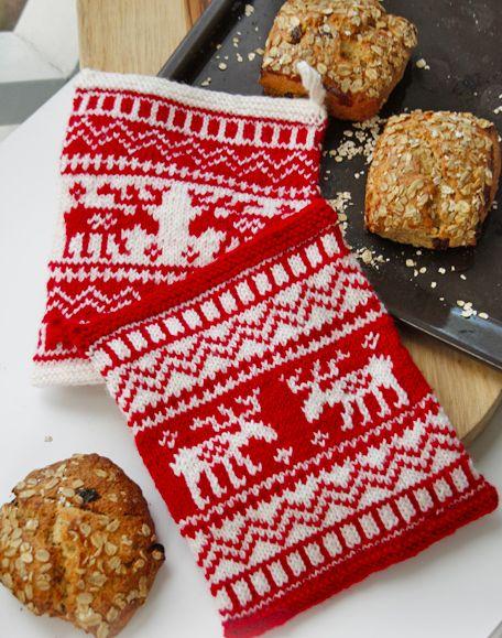 Kijk wat ik gevonden heb op Freubelweb.nl: een gratis breipatroon van Drops Design om deze mooie kerstpannenlappen te maken https://www.freubelweb.nl/freubel-zelf/gratis-breipatroon-kerst-pannenlap/
