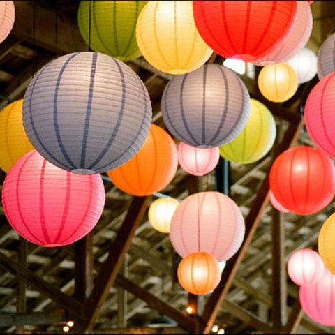 pour le plaisir des couleurs, lampions ou lanternes pour une fête, un mariage...